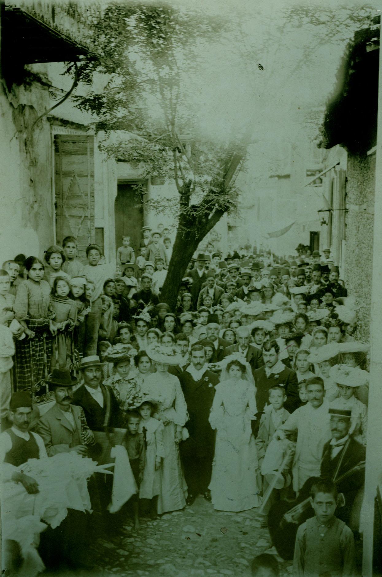 Ο γάμος του Γεωργίου Κουντουρά με την Ειρήνη Χατζηγιάννη. Σκόπελος Γέρας, 9 Νοεμβρίου 1880. Φωτογράφος : Ιωάννης Γ. Φεργαδιώτης, Φωτογράφος Σμύρνης.