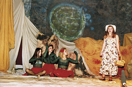 """Παράσταση του έργου του Εξυπερύ """"Ο μικρός Πρίγκιπας"""" στο Πολυκλαδικό της Νέας Φιλαδέλφειας."""
