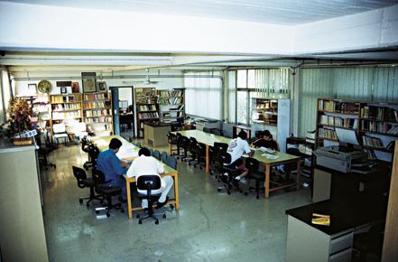 Η βιβλιοθήκη του Πολυκλαδικού.
