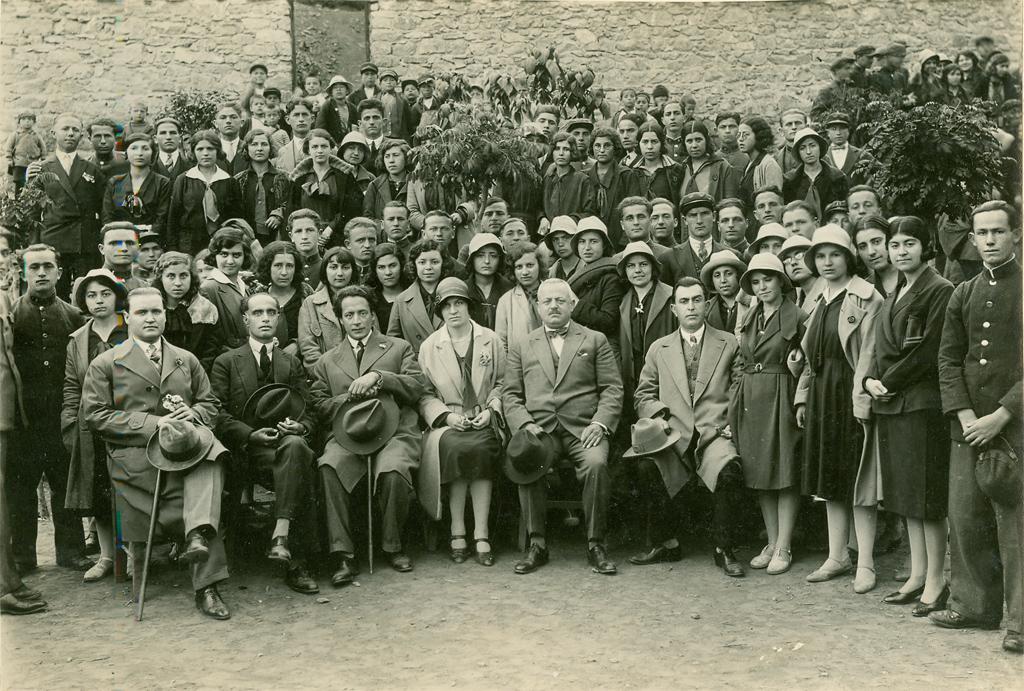 Εκπαιδευτική εκδρομή του Διδασκαλείου Θηλέων Θεσσαλονίκης στη Φλώρινα και στην Έδεσσα από 14 μέχρι 18 Μαϊου 1930.